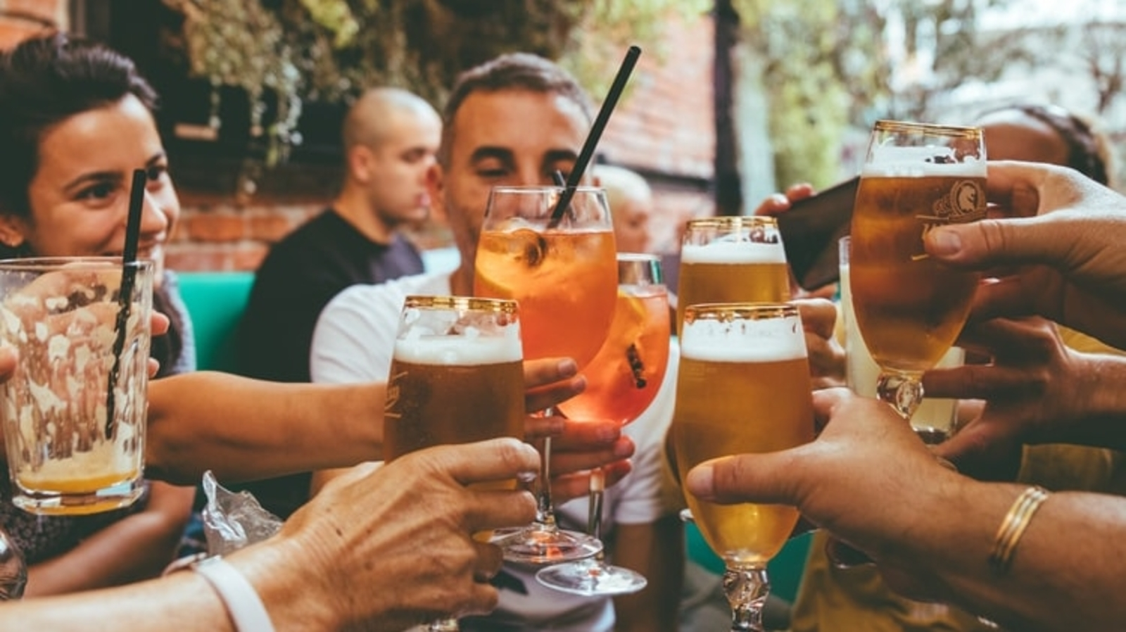 Romantic relationships linked to alcohol use among college students. Here's how