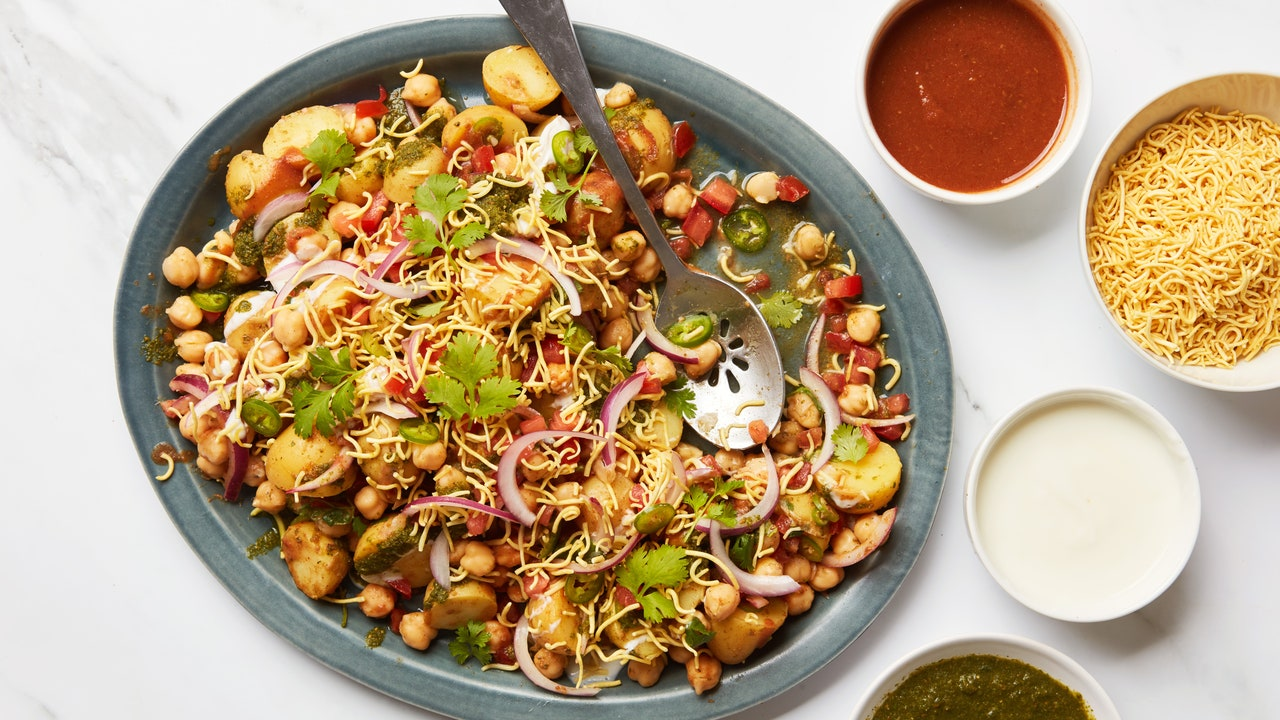 Chickpea-Potato Chaat Is the Low-Cook Recipe I'm Making All Summer