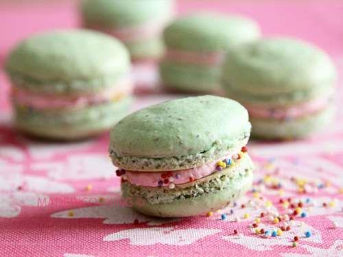 Macarons filled with strawberries and mascarpone
