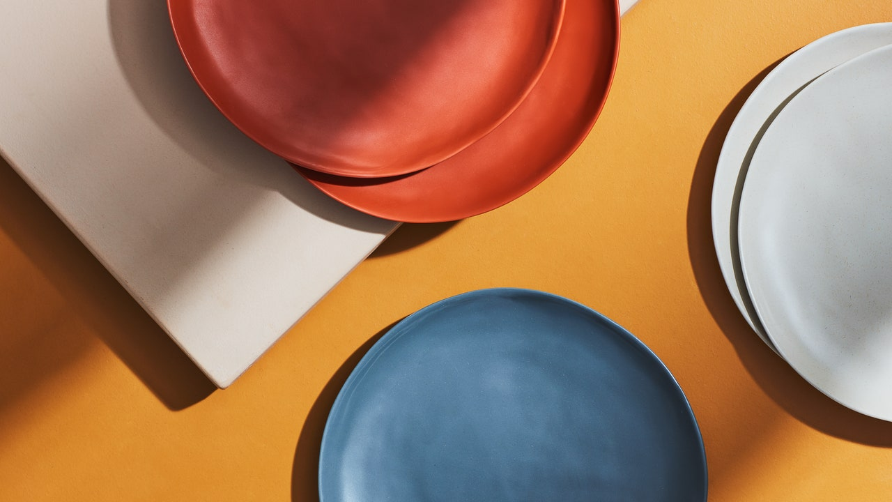 9 Melamine Plates for All Your Outdoor Dining Needs