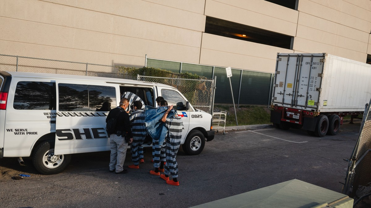 Prisoners Are Loading COVID Victims Into Mobile Morgues for $2 an Hour in Texas