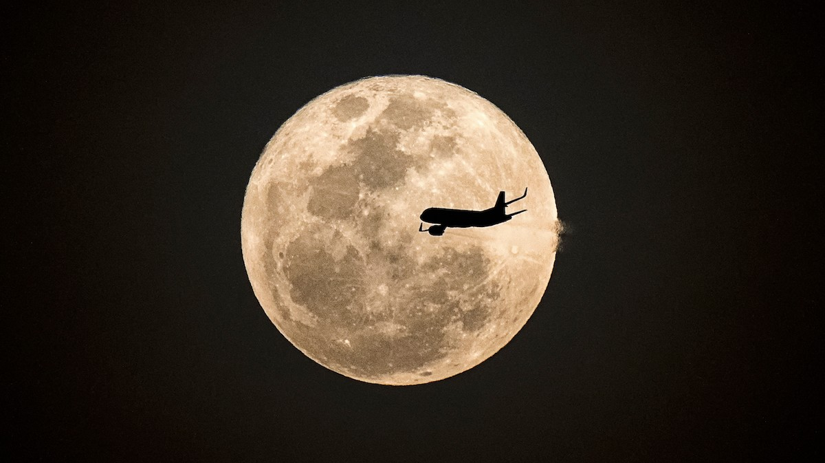 Destination-Less Flight to Look at a Supermoon Sells Out in 2.5 Minutes