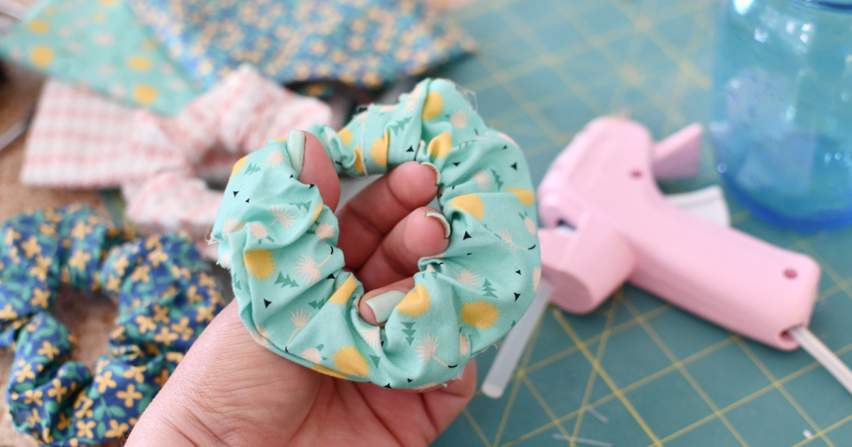 How to Make a Scrunchie ( Easy No-Sew Scrunchies)