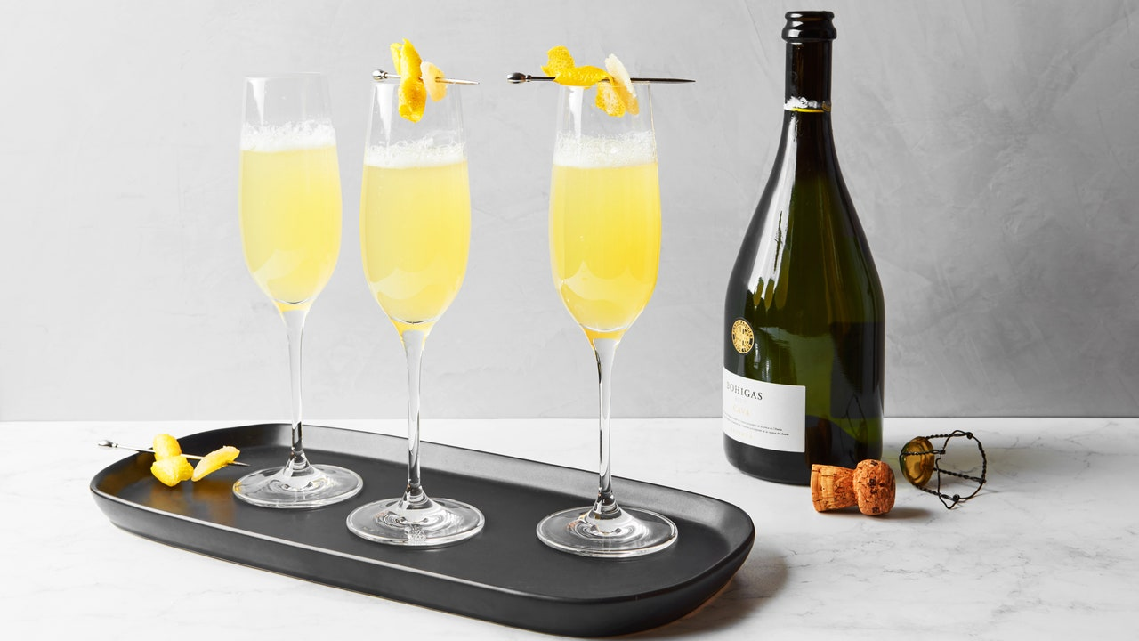 A Gingery, Fizzy, Smoky Cocktail for New Year's Eve
