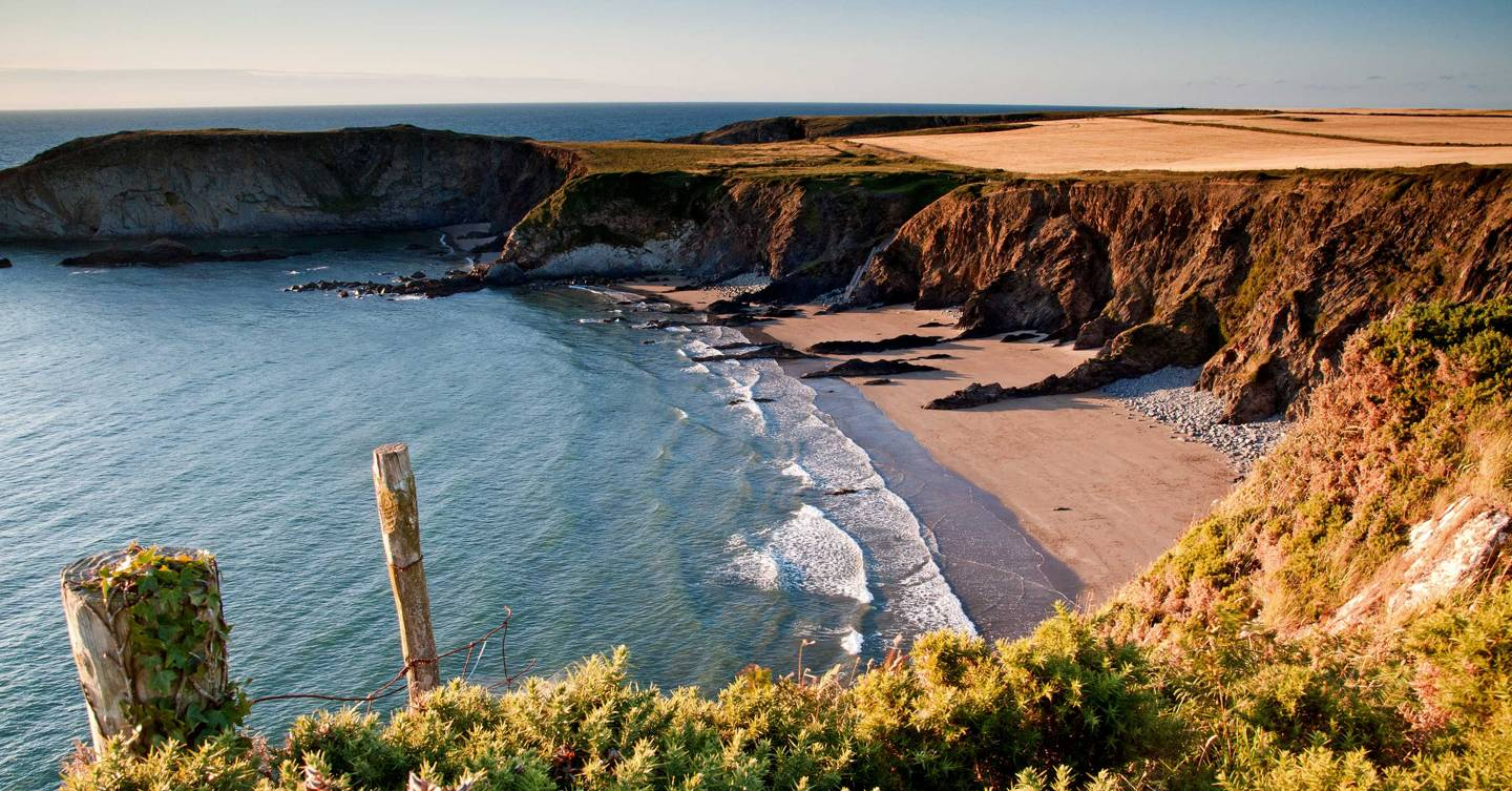 What are the travel rules for Wales?