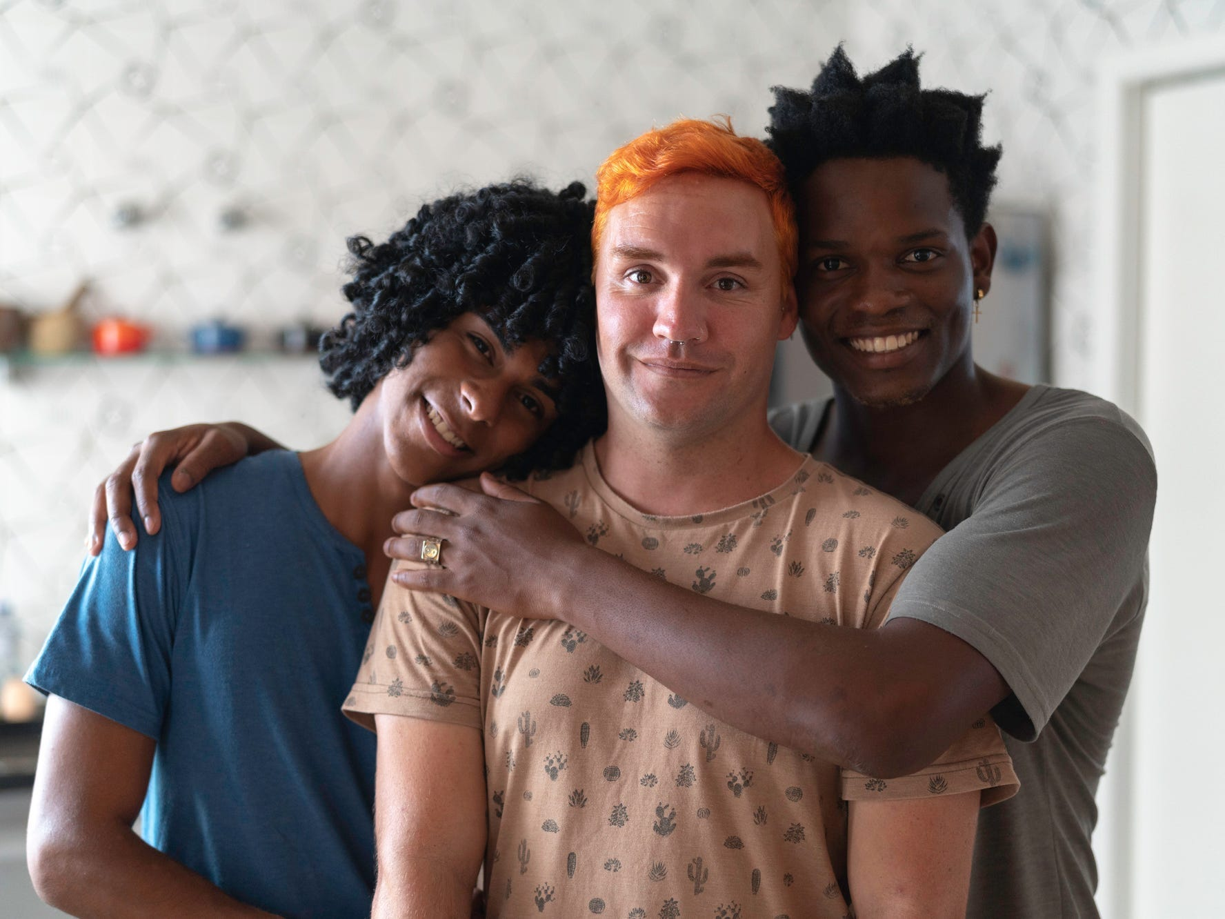 Interested in polyamory? Here's 5 tips for making romantic relationships work with multiple partners, according to a sex therapist