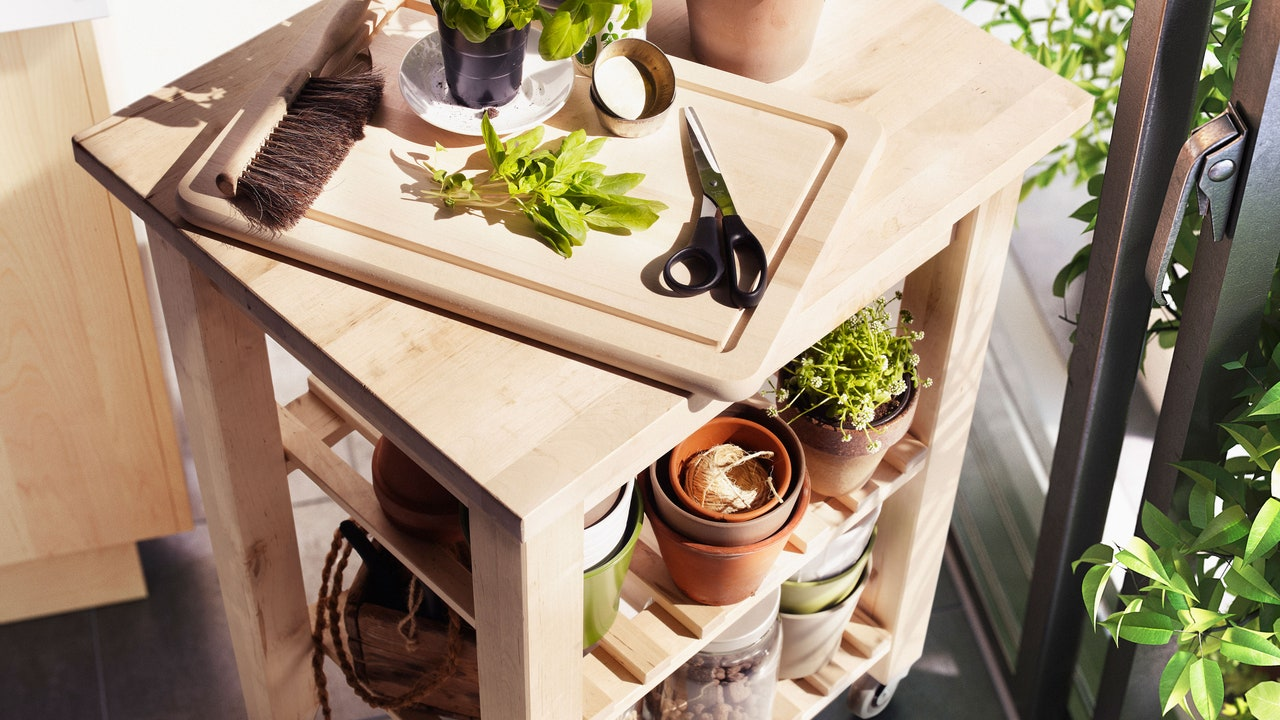 For a Flexible Kitchen, Put Your Furniture on Wheels