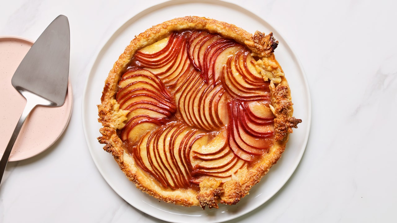 This Pear Tart Is the Prettiest, Flakiest, Easiest Thanksgiving Dessert