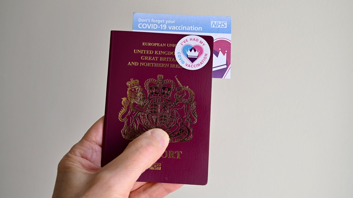 '£850 a Piece' – Inside the UK's Black Market for Fake Vaccine Passports