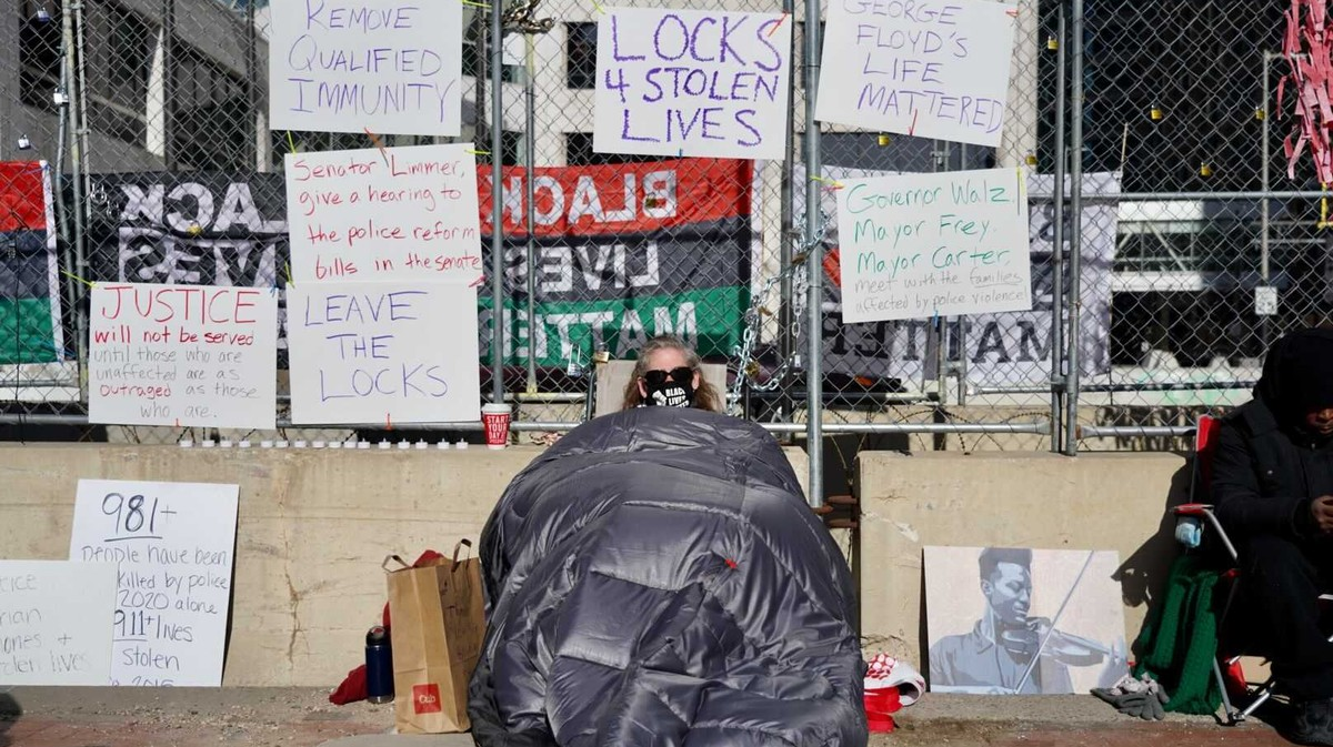 Derek Chauvin Trial: Protesters Are Chaining Themselves to the Fence Outside Derek Chauvin's Trial