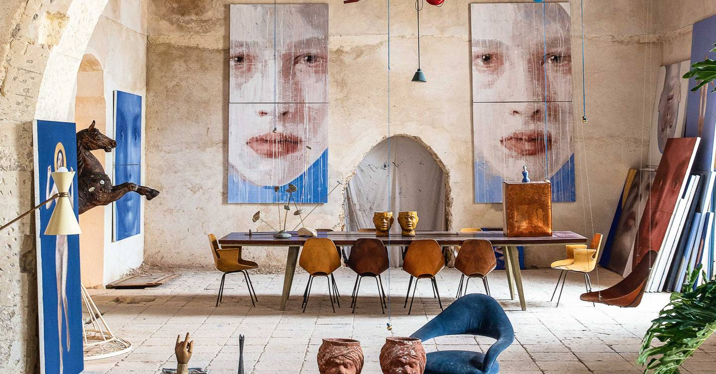 Smart hotels all around Italy are opening the doors to artists' studios