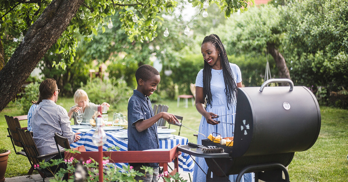 Throwing a Summer BBQ? How to Do it Safely During a Pandemic