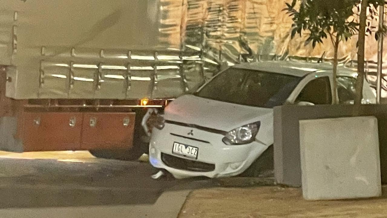 Southbank crash: Truck hits car on City Rd and Power St intersection