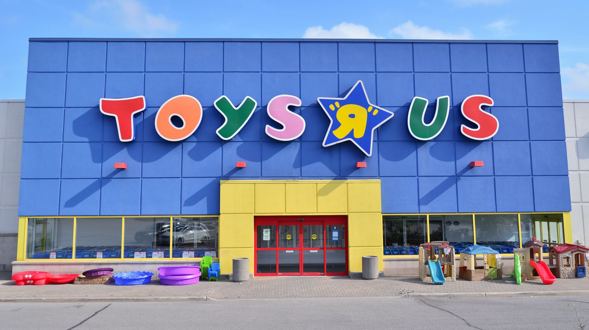 """9 Facts About Toys \""""R\"""" Us"""