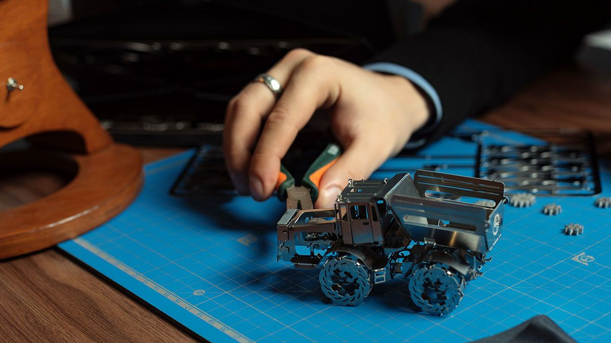 These 15 DIY Model and STEM Kits Will Be Your New Favorite Hobby