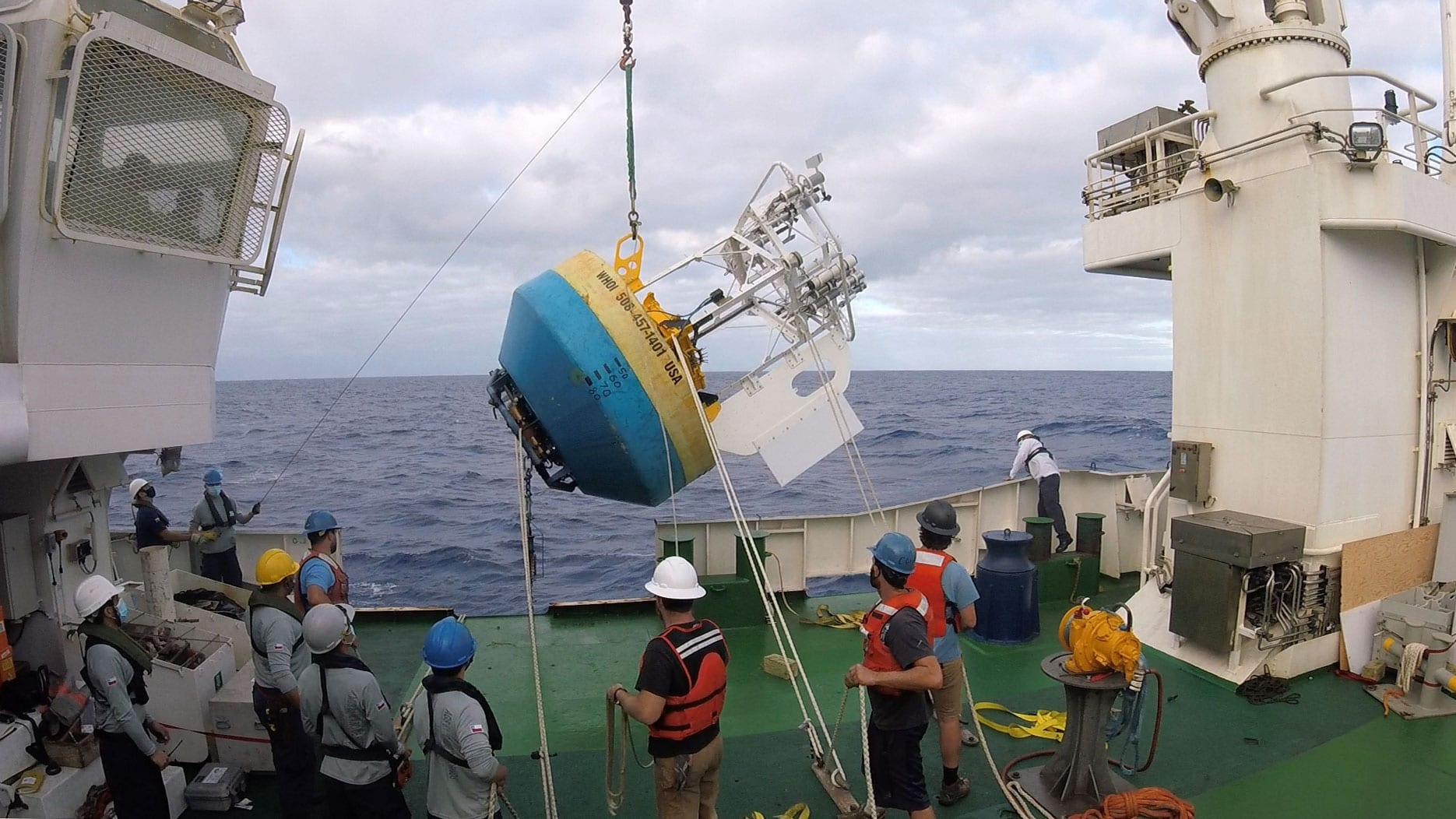 Amidst pandemic, researchers deploy new monitoring station in tropical Pacific