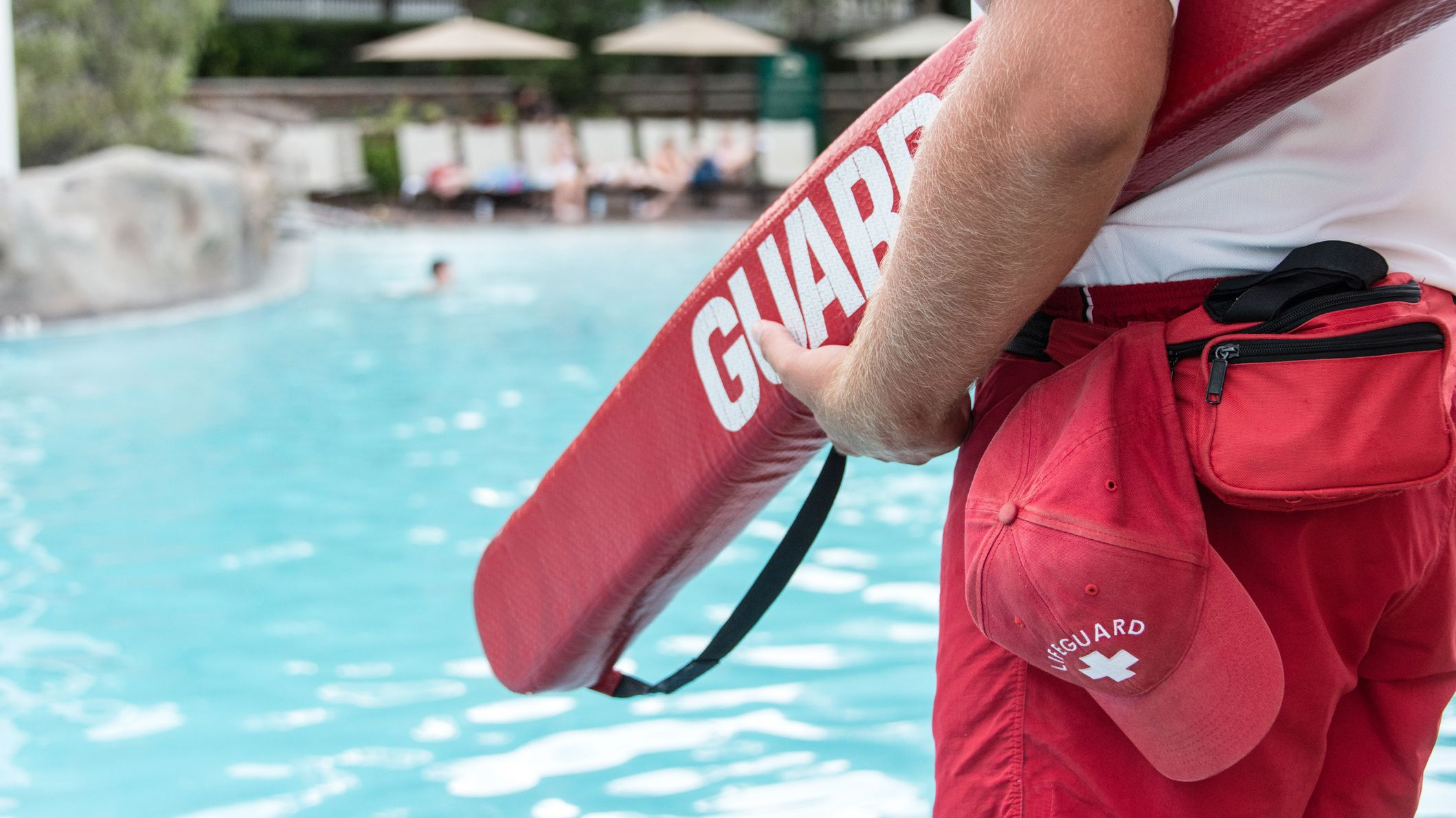 15 Behind-the-Scenes Secrets of Pool Lifeguards