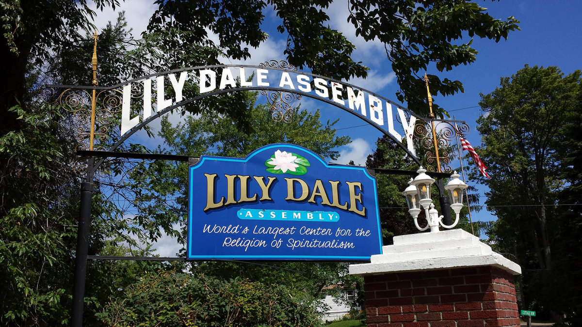 Lily Dale: Where the Living and Dead Reconnect